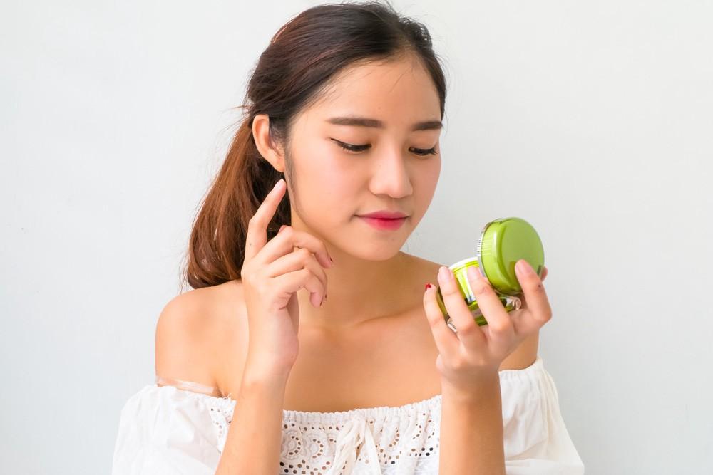 7 Tips Memilih Skincare Product untuk Kulit Kering