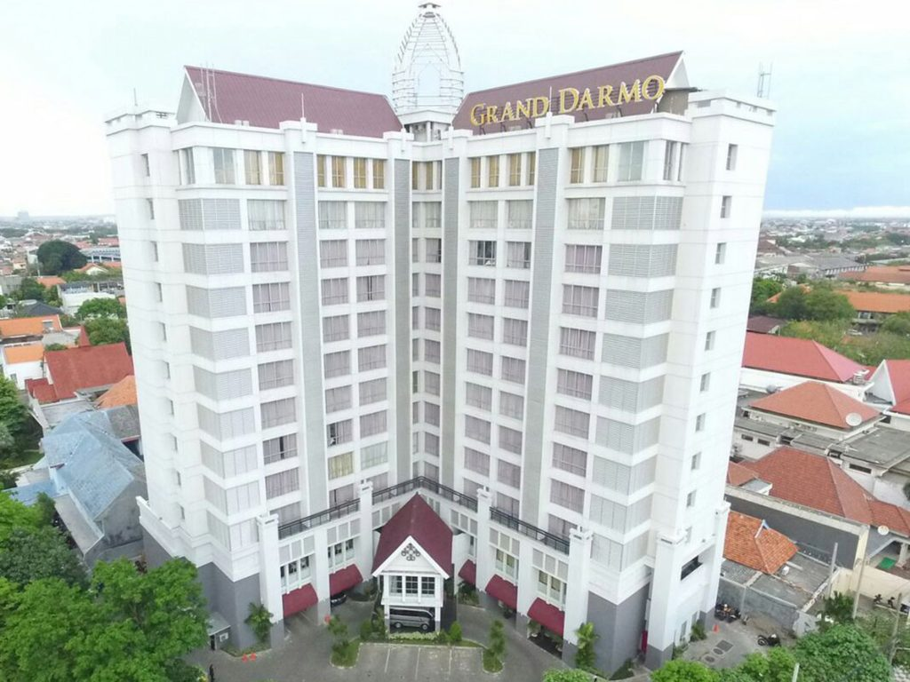 Review dan Harga Inap Hotel Grand Darmo Suite